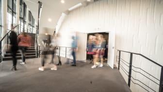 Endlich wieder Publikum in den Foyers und Sälen der RuhrBühnen. Copyright: RTG/Dennis Stratmann