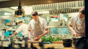 Olof Håsteen, köksmästare på Gotthards krog, uppskattar att krogens arbete med hållbarhet uppmärksammas.