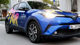 Opptur kjører en rå Toyota C-HR med meget pent dekor.