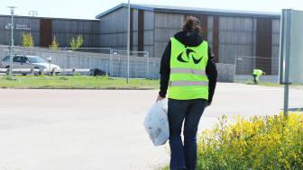 Gästrike återvinnare plockar skräp på No litter day den 16 maj