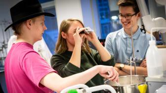 Elever fra HTX fremviser deres fag // Foto: Ulrik Burhøj Jepsen