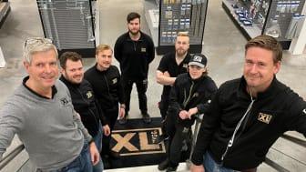 Med på bild är; Niclas, Jonas, Michel, Anton, Niclas, Oliver och Per-Olof, några av Håkans medarbetare från XL-BYGG Mölndal