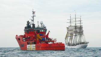 ESVAGT obtained a high GRESB score for its focus on CSR, among other things. On the picture, 'Esvagt Celeste' is ready to receive company from the training ship Skoleskibet Danmark.