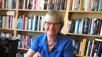 Ulla Nyman, IKEM visar Kemins Dag experiment 2020