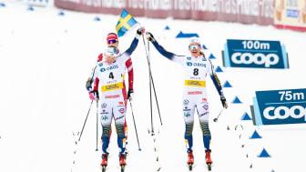 Jonna Sundling och Linn Svahn firar efter damernas klassiska sprintfinal i februari 2020