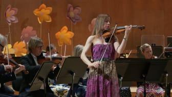 Sara Trobäck och Göteborgs Symfoniker vid nationaldagskonserten 6 juni.