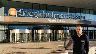 Stockholmsmässans vd Christian Clemens tillsammans med pingvinen Pinglan. Foto: Martin Ulvbäck