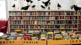 Flera av projekten som får bidrag har barn och unga som målgrupp. På bilden en del av inredningen på Tomelilla biblioteks barnavdelning. Foto: Nils Bergendahl