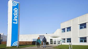 Efter løbende optimering af produktionsfaciliteterne gennem de seneste år har Lindab besluttet at samle produktionen af rekt-kanaler i Haderslev, Aalborg og Hvidovre.