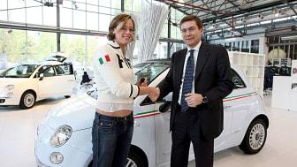 Simstjärnan Federica Pellegrini kör nya Fiat 500