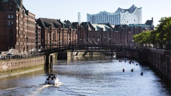Hamburg med världsarvet Speicherstadt och operahuset Elbphilharmonie