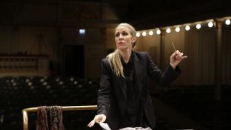 Blåsarsymfonikernas chefsdirigent Cathrine WInnes. Foto Jonas Jörneberg