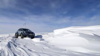 Hyundai Santa Fe - första personbilen att korsa Antarktis.