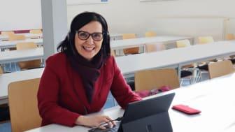 Für die digitale Lehre gerüstet: HdWM-Präsidentin Prof. Dr. Perizat Daglioglu unterrichtet im Virtual Classroom