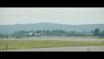 Boeing 787 Dreamliner taking off from OSL.