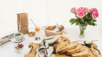 Linas Morgonleverans består av ett 70-tal produkter som levereras direkt hem till dörren med tidningsbudet.