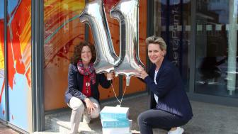 Uta Wolff (l.) und Unternehmenssprecherin Angelika Schomberg freuen sich auch im 11. Jahr auf eine Vielzahl an Bewerbungen.