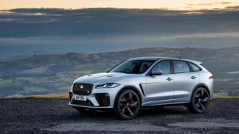 Jag_F-PACE_SVR_22MY_Exterior_Front_3-4_001_ND_110821