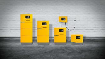Tvärtekniska laddaren Jungheinrich SLH 300 passar både blysyrabatterier och litiumjonbatterier