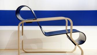 Stol, design Alvar Aalto. Visas i utställningen Finskt fyrverkeri som öppnar den 6 maj på Malmö Museer.