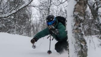 Snön har fullkomligt öst ner över Hemavan, och enligt prognosen kommer det fortsätta länge till. Bild: Emil Wallin