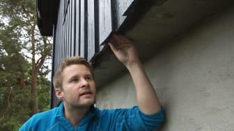 Sjekk at det ikke finnes åpninger der gnagerne kan komme inn, råder tømrer og rådgiver Simon André Olsen i Gjensidige.