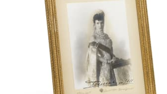 """Alfred Pasetti: Portrait of Tsartisa Maria Feodorovna in Russian Court dress, with her Danish autograph """"Dagmar 1911"""". Sheet size c. 18.5 x 13.5 cm."""