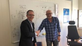 F.v.: Are Koppang (daglig leder i Laje Entreprenør AS) og Gudmund Roen (prosjektleder i BetonmastHæhre Anlegg AS)