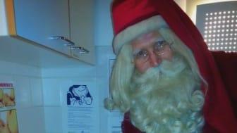 Joulupukki piipahti Hyvinkäällä tervehtimässä myös kaikkein pienimpiä joulunviettäjiä