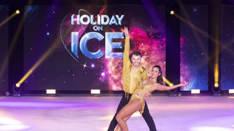 Sarah Lombardi und Joti Polizoakis bei HOLIDAY ON ICE
