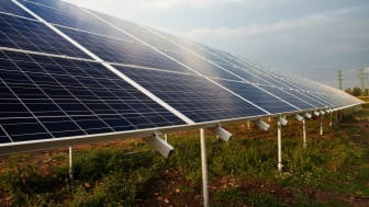 Inspirationbild markförlagd solpark. (Stockfoto)
