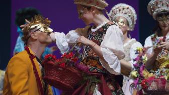 """""""Faust"""" am Goetheanum: ‹Faust 2›, erster Akt, Gärtnerinnen"""