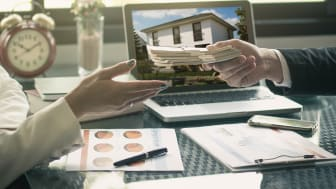 Die Banken beurteilen strenger, bevor sie Kredite an Häuslebauer verteilen. Was muss man beachten, um eine Baufinanzierung zu bekommen?