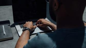 1 av 3 åpner utrygge e-poster ifølge en ny undersøkelse utført av Kantar TNS på oppdrag fra Telenor (Foto: Unsplash).