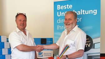 v.l. Bernard Peterander (Deutsche Glasfaser) und Bürgermeister Alexander Fritz (Gemeinde Ammerndorf) setzen auf ein kupferfreies Glasfasernetz.