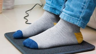 Värmemattan blir upp till 40-45 ºC grader och håller fötterna varma