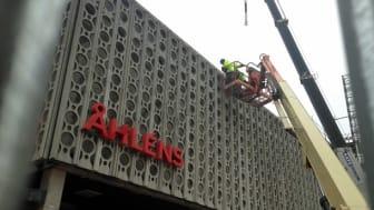 Arcona säljer fasadbitar till förmån för Barncancerfonden