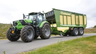 Supersnittvagn MX från Krone och Deutz-Fahr traktor