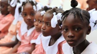 Haiti två år efter jordbävningen: Situationen för Haitis barn ännu svår – hjälpen måste fortsätta