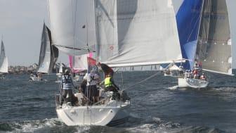 Med COWI som fortsatt titelpartner ser vi att Tjörn Runt kan utvecklas mot vår vision att fylla en hel vecka med segling i Stenungsund. Foto: Bengt Johnsson