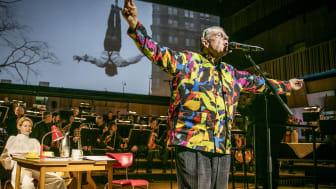 """""""…har du sett världen"""" om Malmös historia och Mikael Wiehes liv gästspelar på Folkoperan. Foto: Nils Bergendahl."""