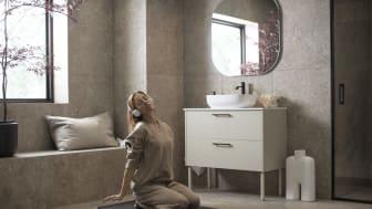 Vedum satsar på närproducerad kommunikation – och bjuder in en mezzosopran till badrummet