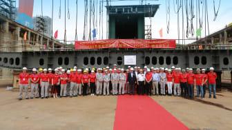 Representanter från Viking Line och varvet vid kölsträckningsceremonin i Xiamen