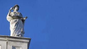 Stadens kända statyer restaureras – över 160 år gamla
