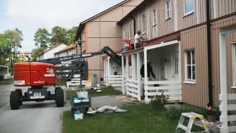Nu satsar GotlandsHem på underhåll och uppdaterar sin underhållsplan. Här genomförs fasadrenovering i kvarteret Bogen 2 som nu är klar.