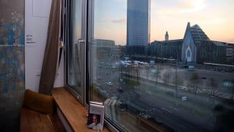 Blick aus den FELIX SUITEN zum Augustusplatz mit Gewandhaus, City-Hochhaus und Universität