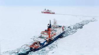 Från isbrytare spårade forskarna näringsämnen i Arktiska havet. Foto Stefan Hendricks, Alfred Wegener Institute.