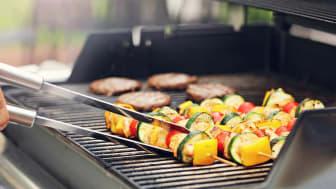 Direkt grillning av grillspett och hamburgare.