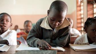 Akademibokhandelns bokrea bidrar till SOS Barnbyar