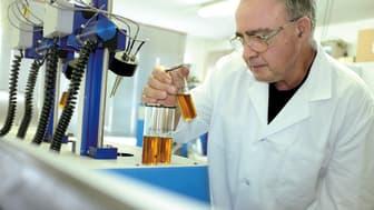 Kvalitetskontroll i Midlands labb, Hunzenschwil, Schweiz.